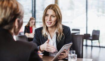 Como a consultoria empresarial melhora o caixa no fim do mês