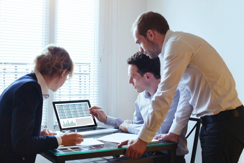 Você já falou com o seu consultor empresarial hoje? Já consultou todas as possibilidades que ele pode oferecer à sua empresa para que o seu negócio sofra menos riscos no mercado e também possa ser mais competitivo frente aos concorrentes?